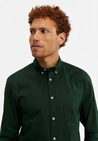 WE Fashion - SLIM FIT  - Camicia - dark green - 4