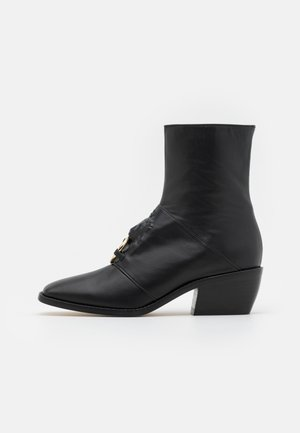 LEONE BOOTIE - Korte laarzen - black