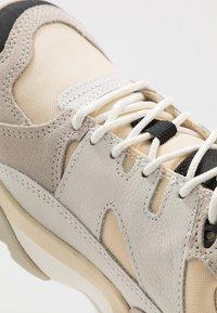 Merrell - BOULDER RANGE - Outdoorschoenen - white - 5