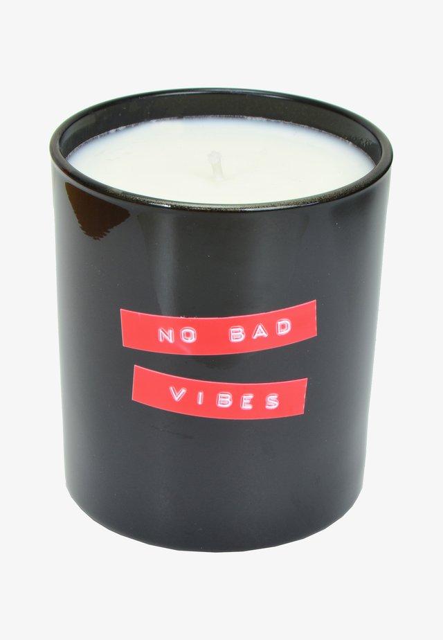 CANDLE - Bougie parfumée - no bad vibes - black thunderstorm