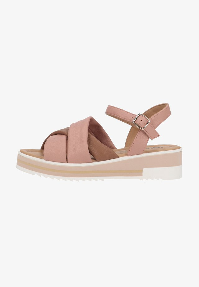 Sandały na platformie - cipria