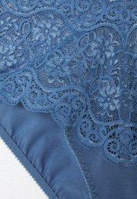 Triumph - AMOURETTE MAXI - Underbukse - blue snow - 2