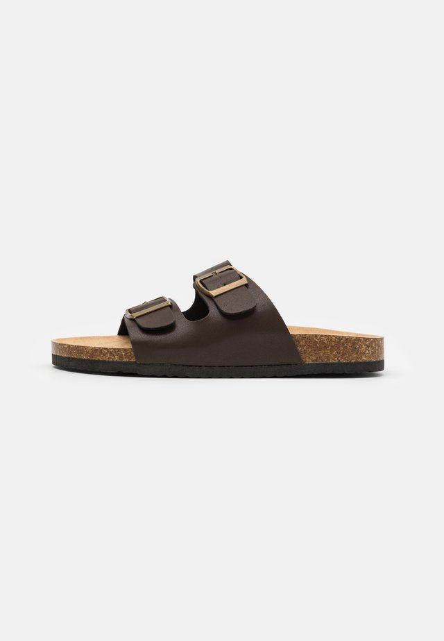 DAVID - Sandalias planas - dark brown