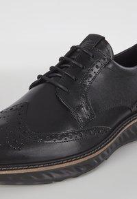 ECCO - ST.1 HYBRID  - Zapatos con cordones - black - 5