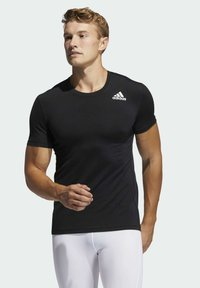 adidas Performance - TURF SS PRIMEGREEN TECHFIT TRAINING WORKOUT COMPRESSION T-SHIRT - T-shirts med print - black - 0