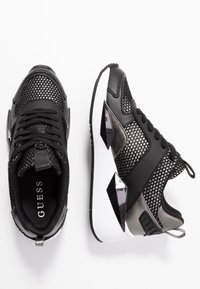 Guess - TYPICAL - Sneakers laag - black - 3
