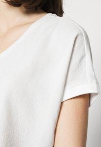 Opus - SUMINCHEN - T-shirts - milk - 5