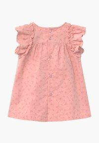 Name it - NBFOANNA SPENCER BABY - Shirt dress - peachskin - 1