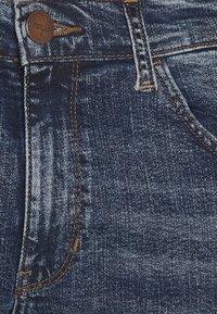 Wrangler - BRYSON - Jeansy Skinny Fit - sling shot - 5