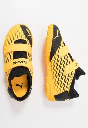 FUTURE 5.4 TT - Astro turf trainers - ultra yellow/black