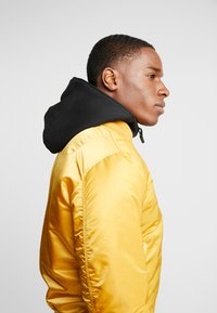 Alpha Industries - Bomber Jacket - wheat - 5