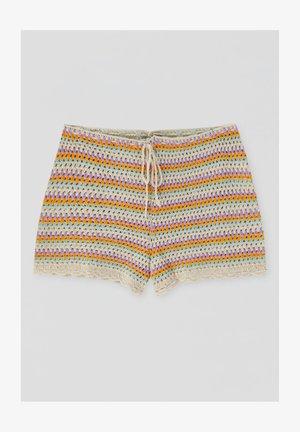 MIT STREIFEN UND PATENTMUSTER - Shorts - mottled beige