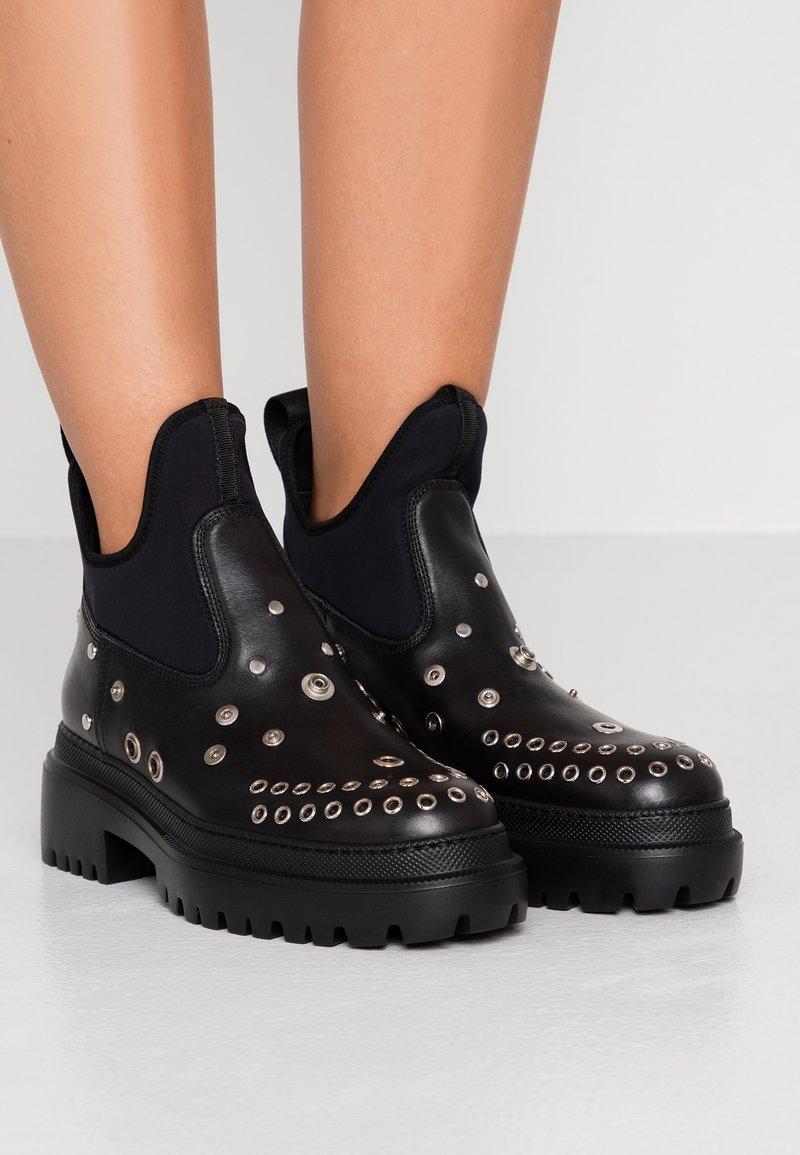 McQ Alexander McQueen - TRYB BOOT - Cowboy/biker ankle boot - black