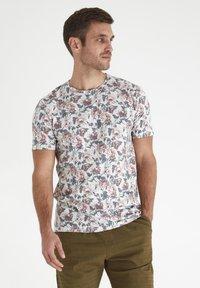 Tailored Originals - Camiseta estampada - milky white - 0