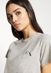 Calvin Klein Underwear - CK ONE LOUNGE CREW NECK - Pyjama top - grey heather - 4