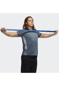 adidas Performance - FREELIFT 3-STRIPES T-SHIRT - Camiseta estampada - green - 3