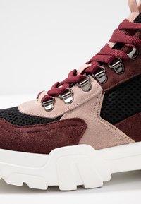 Bianco - BIACANARY HIKING  - Sneakersy wysokie - burgundy - 2