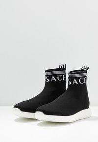 Versace - ALTA CALZINO  - High-top trainers - nero/bianco - 2