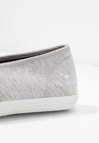 TOM TAILOR - Scarpe senza lacci - light grey - 2