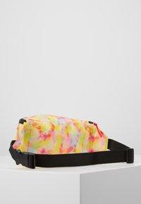 Vintage Supply - BUMBAG - Ledvinka - green yellow pink - 3