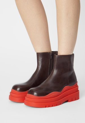 LOADING - Platform ankle boots - brown/red