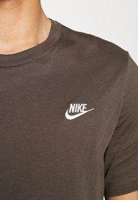 Nike Sportswear - CLUB TEE - T-shirt basic - ironstone - 5