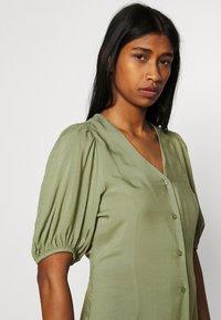 b.young - JOELLA MIDI DRESS  - Denní šaty - oil green - 3
