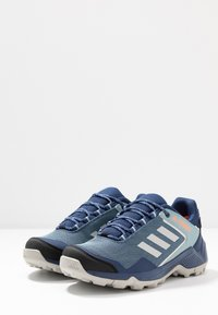 adidas Performance - TERREX EASTRAIL GORE-TEX - Fjellsko - tech indigo/grey two/signal coral - 2