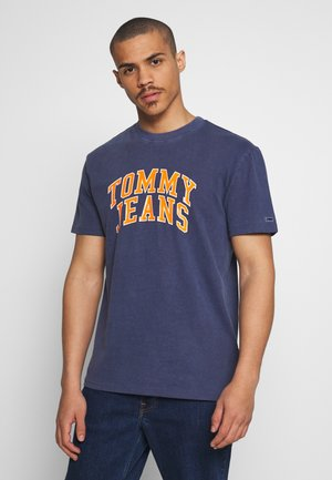 NOVEL VARSITY LOGO TEE - Print T-shirt - twilight navy