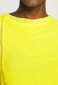 Marc Cain - Pusero - yellow - 4