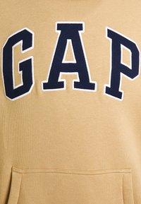 GAP - Hoodie - mojave - 2