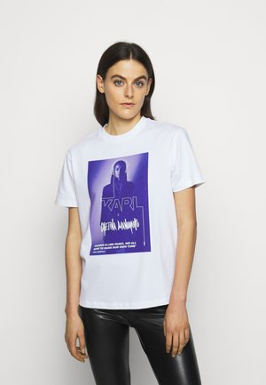 CHELINA MANUHUTU  - T-shirt z nadrukiem - white