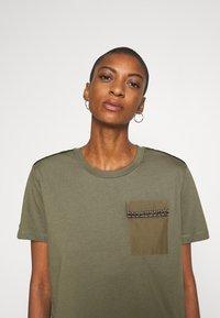 Desigual - NIZA - Basic T-shirt - boaba - 3