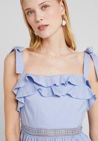 By Malina - JEANNI DRESS - Hverdagskjoler - ocean blue - 4