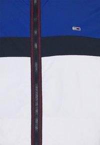 Tommy Jeans Plus - PADDED JACKET - Summer jacket - white/multi - 2