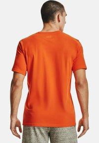 Under Armour - FOUNDATION - Print T-shirt - venomred - 2