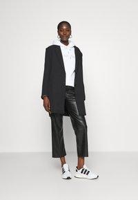 Calvin Klein - VALENTINES STUD HOODIE - Mikina - bright white - 1