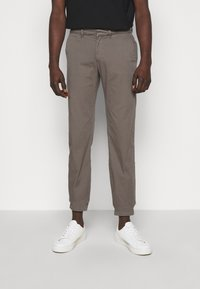 Bruuns Bazaar - DENNIS JOHANSEN PANT - Chinos - grey mist - 0