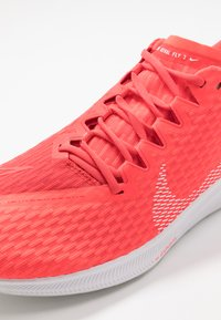 Nike Performance - ZOOM RIVAL FLY 2 - Neutral running shoes - laser crimson/white/photon dust - 5