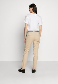 s.Oliver - LANG - Chinos - brown - 2