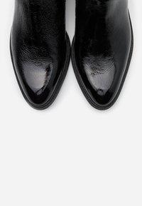 Vagabond - FRANCES - Classic ankle boots - black - 5