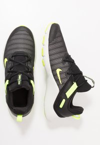 Nike Performance - LEGEND ESSENTIAL - Chaussures d'entraînement et de fitness - black/volt/spruce aura - 1