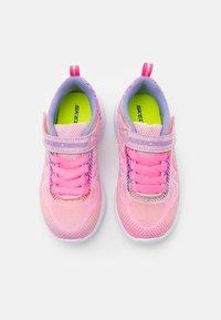 Skechers Performance - GO RUN 600 SHIMMER SPEEDER UNISEX - Chaussures de running neutres - light pink/multicolor - 3