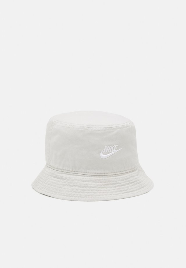BUCKET FUTURA WASH UNISEX - Čepice - light bone/white