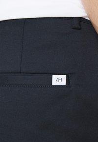 Selected Homme - SLHSLIM TAPEREPTON FLEX PANTS  - Chinos - dark sapphire - 4