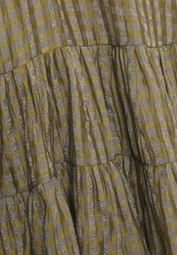 Glamorous - SMOCK DRESS WITH LONG SLEEVES - Robe d'été - olive/metallic gingham - 2