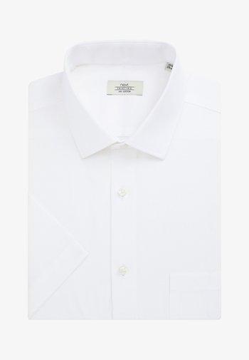 WHITE REGULAR FIT SHORT SLEEVE EASY CARE SHORT SLEEVE SHIRT - Košile - white