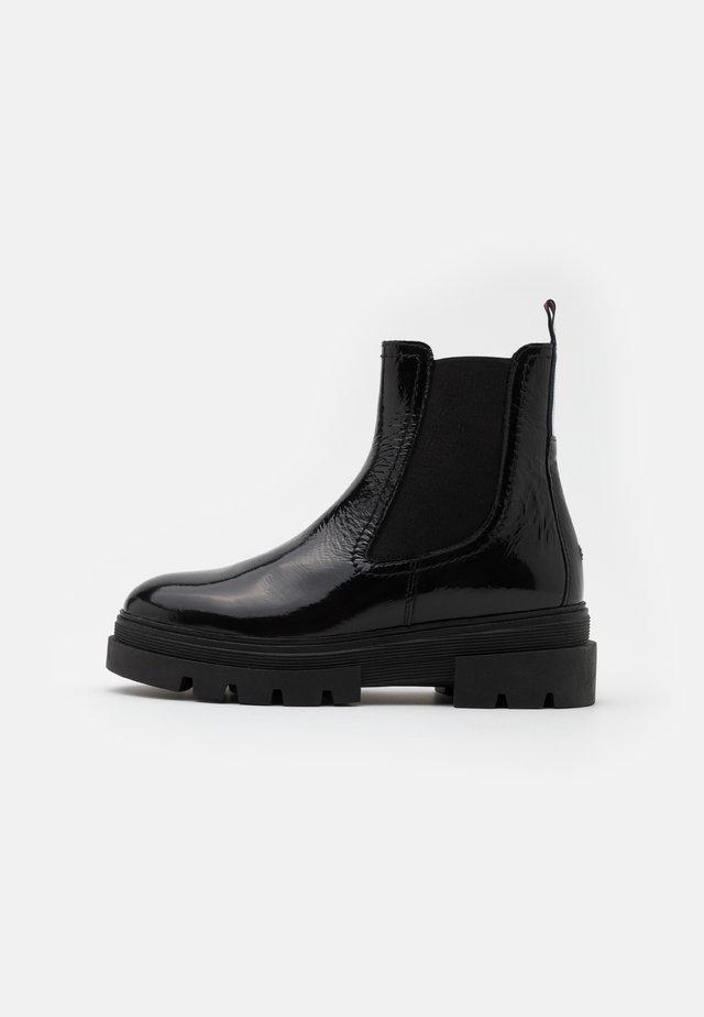 CLASSIC CHELSEA BOOT - Platform ankle boots - black