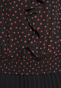 Wallis - HEART PRINT RUFFLE SHIRRED HEM TOP - Blouse - black - 6