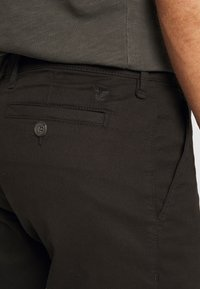 Lyle & Scott - Shorts - jet black - 4